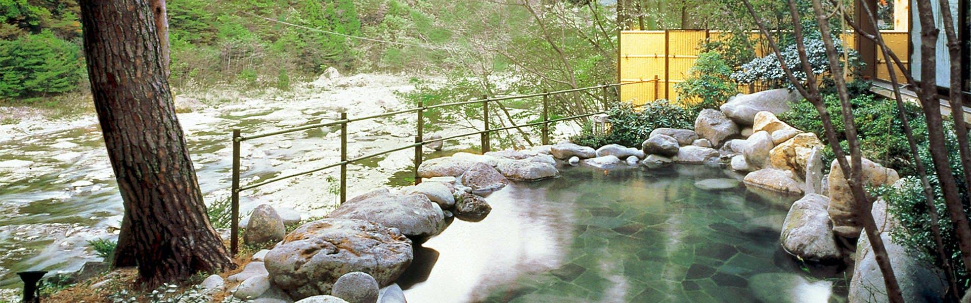鬼怒川沿いの露天風呂