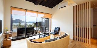 客室一例 お部屋のどちらからでも海が見える造りになっています。