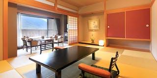 【露天風呂付客室「翠星」】琉球畳を利用した和室タイプです。
