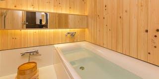 山桑の風呂 檜張りの浴槽