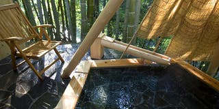 貸切り渓流 露天風呂。竹風庵
