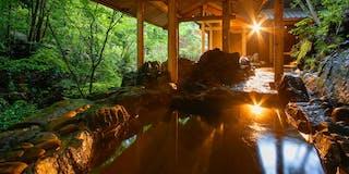 川の音が響く岩風呂