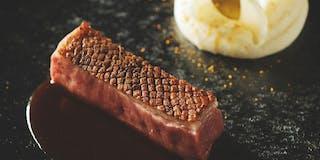 メインディッシュ、相州牛のステーキ(一例)