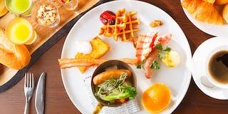 【朝食】種類豊富なこだわりの朝食。出来立てを提供するライブキッチンもお楽しみいただけます。
