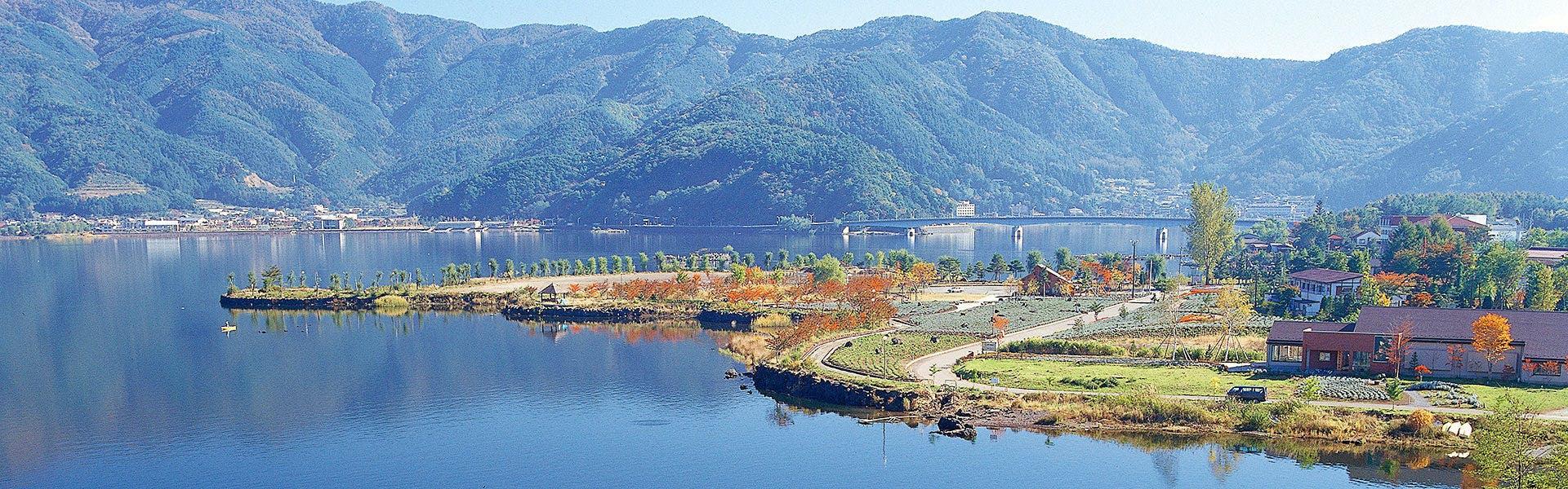 「富士山展望台」から見渡す河口湖