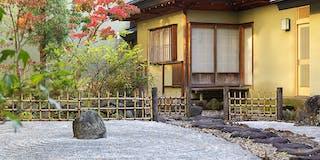 中庭と茶室
