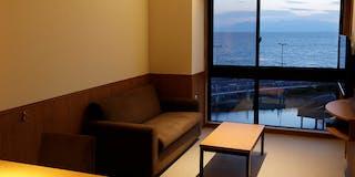 【 眺望の美しい大窓 】 風景を切り取ったような大窓が特徴。 5 階からの眺めは格別です。