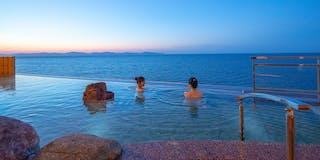 インフィニティ露天風呂 空と海と湯舟が溶け込む