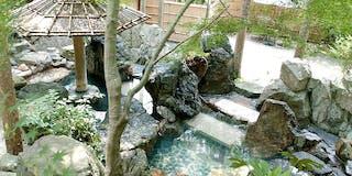 貸し切り露天風呂「山の隠れ湯」