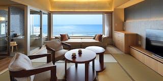 NEW:温泉半露天付和洋室(15畳+TWベッド:8-7F)テラス風リビングタイプ