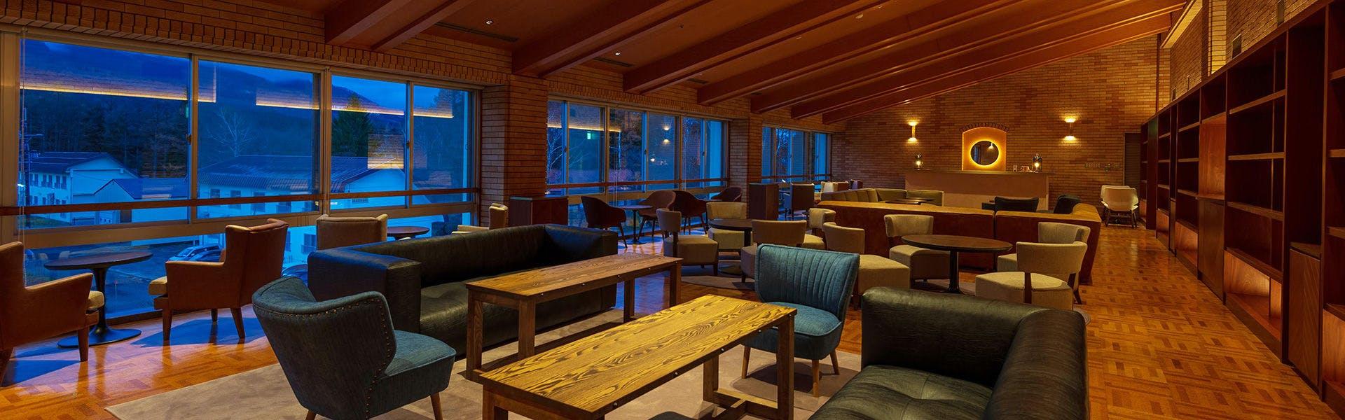 レストラン「LIBRARY BAR」