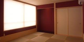 朱の間 壁を朱色とした和室です。
