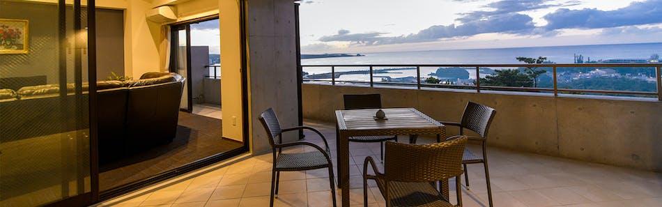 暮らすように泊まる 恩納村の海の見える丘に立つ大人の隠れ家 ホテル コンドミニアム 土花土花